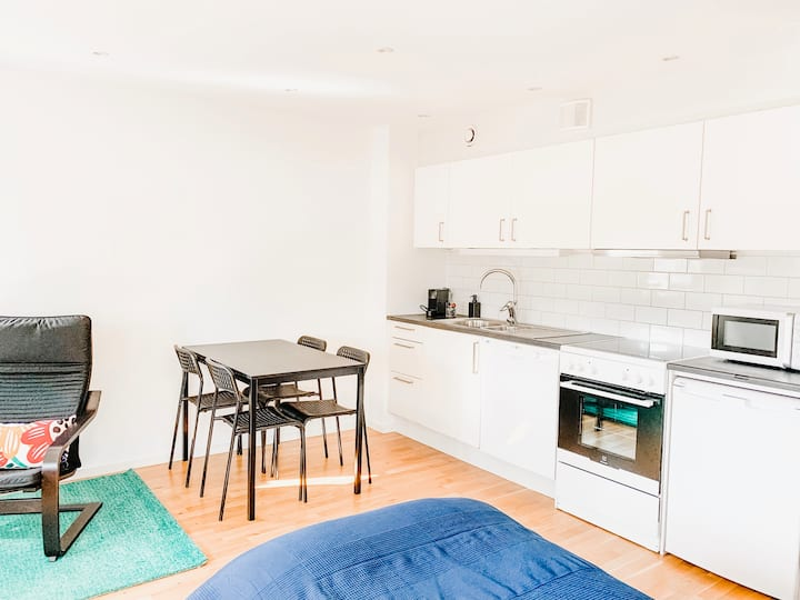 Cool studio for 2 guests - 25 min from Sthlm (D01)