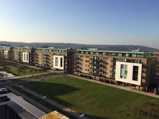 1-Bed Flat, Balcony, Parking, WiFi, Inc. Pickup - Cardiff - Apartament