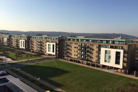 1-Bed Flat, Balcony, Parking, WiFi, Inc. Pickup - Cardiff - Lakás