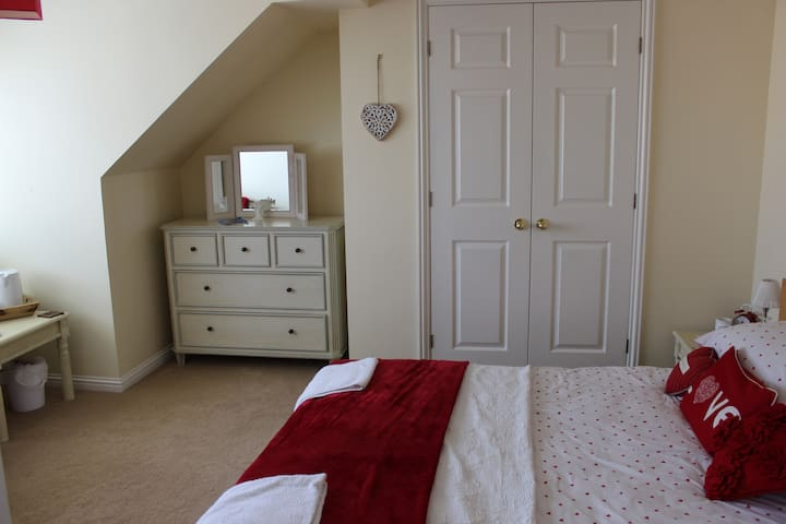 1 x Double bedroom in 4 bed house