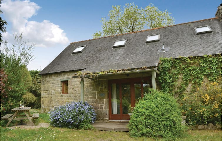 Semi-Detached with 3 bedrooms on 82 m² in St Tugdual