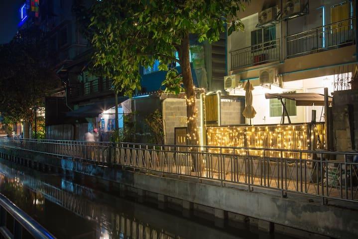 One'Chan C@Khao Sarn rd+ 1h FREE Thai massage