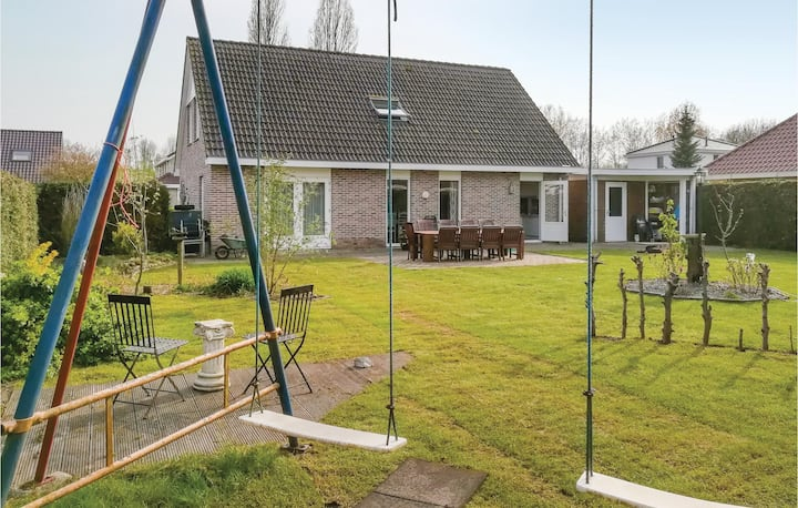 Nice home in Zeewolde with Outdoor swimming pool, Outdoor swimming pool and 4 Bedrooms