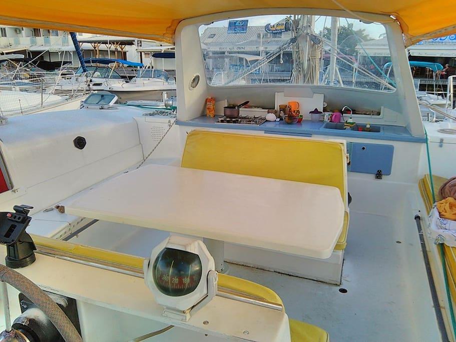 Cabine dans un catamaran au coeur de la marina barche in for Branson condomini e cabine in affitto