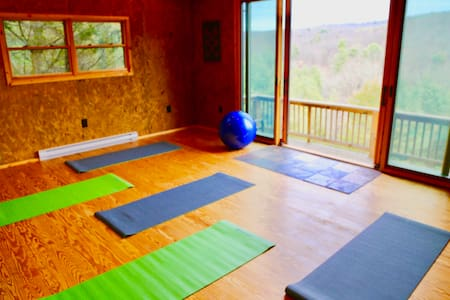Deluxe Mountain Cabin with Yoga Studio and Views - Lost City - Stuga