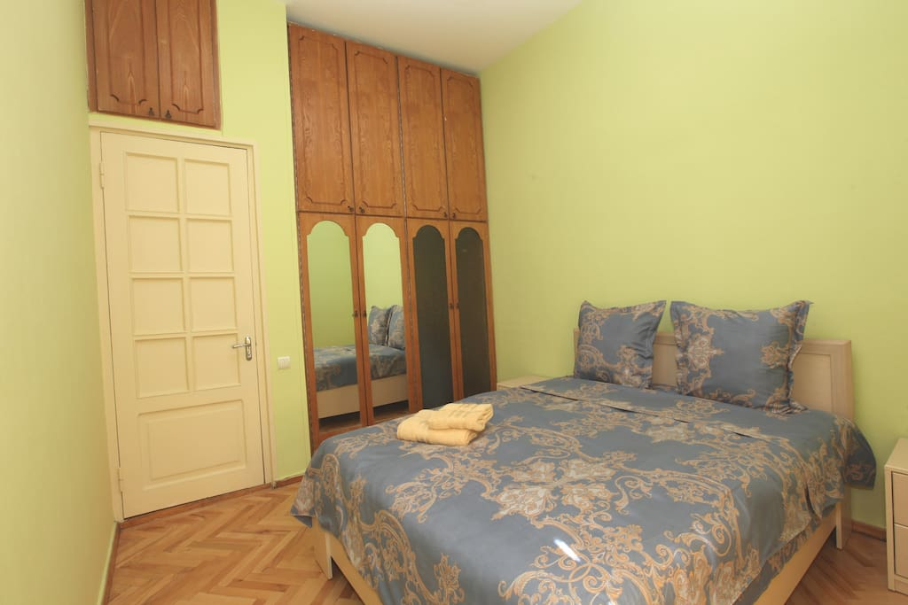 Bedroom N2. With 1 Queen size bed
