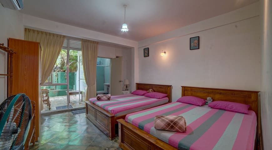 Hanthana Holiday Rooms - Deluxe Family Room