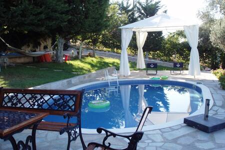 Villa Heaven's Knights with stunning sea views. - Eretria - Вилла