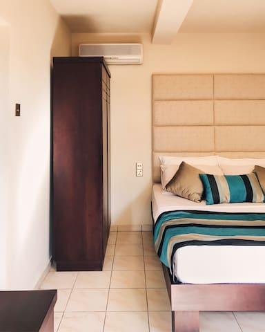 Bedroom in a Luxury Beach Villa - Hikkaduwa - Villa
