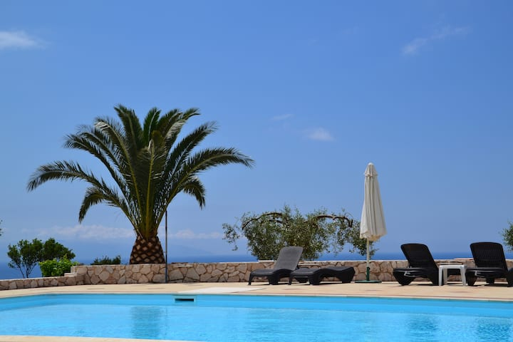 Lourdata Kefalonia: studios,sea view,swimming pool