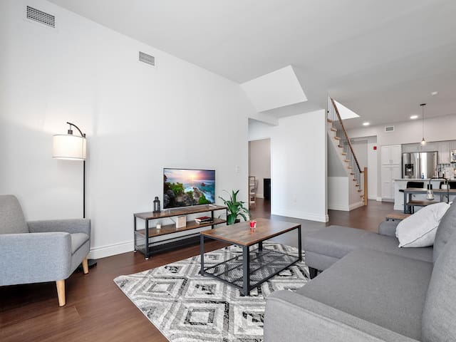 Spacious Luxury Condo, Heart of Little Italy Rooftop/ Deck #506