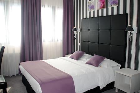 Appartements Privés à Ndogbong Collège Dauphine - Douala