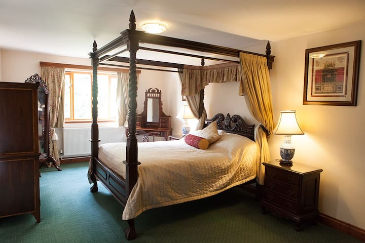 Four Poster Double Bed in Sussex Countryside