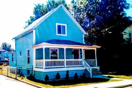 Private Cute small 2nd floor Apt in Mishawaka