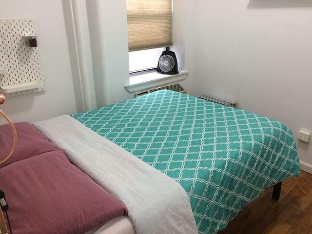 QueenRoom Close to Central Park & Theater District