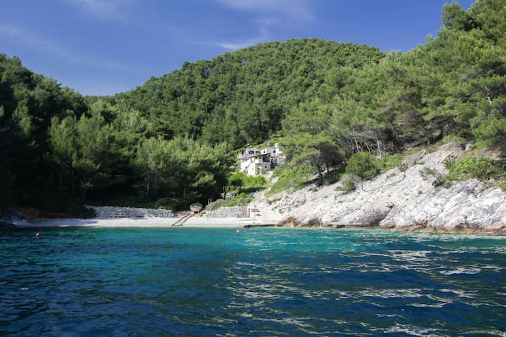 """Secluded holiday home Mirela APP 2+2 """"L"""""""
