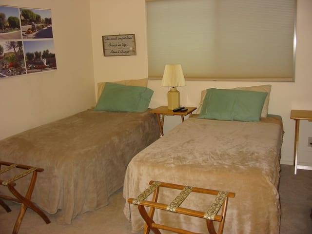 Basic and Comfortable in Rancho Mirage, Room#1