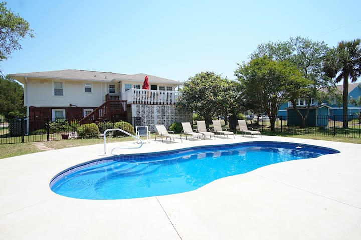 The SAND-BAR, a North Myrtle Beach vacation home with a private pool