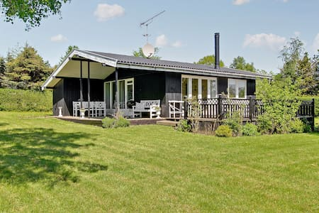 Lovely cottage close to the beach - Vejby - Zomerhuis/Cottage