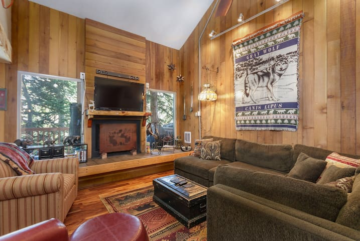 Condo Aspens 2B, WiFi, Wood Fireplace, Private Deck, Cable TV, Propane Grill