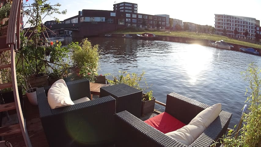Luxurious house on the water with free parking - Amsterdam - Villa