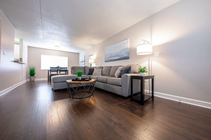 Modern 2 Bedroom in Westshore