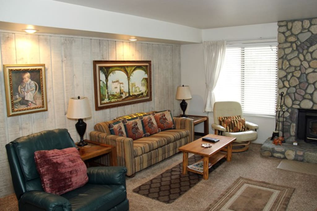 Mammoth Lakes Vacation Rental Sunshine Village 135 - Cozy Living Room with 1 Queen Sofa Bed