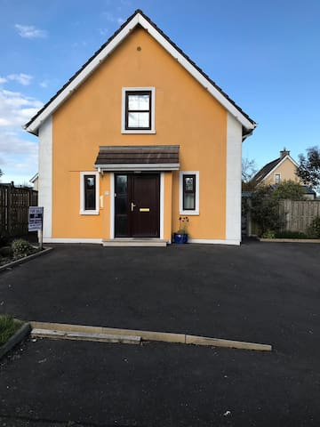 Beautiful house in the village of Fethard on Sea