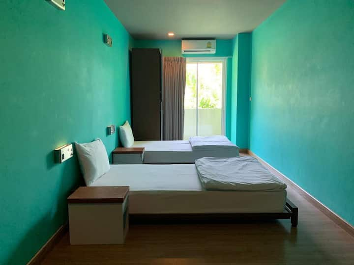 Hostel (Twin shared bath/Ratchada/Wifi/Breakfast)