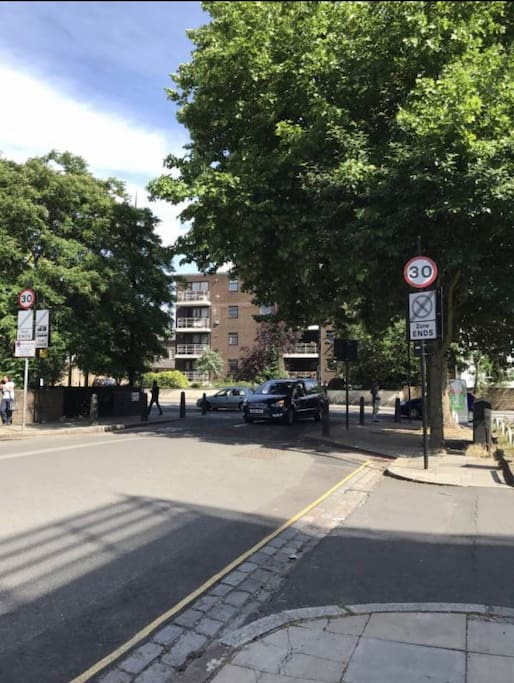 Easy access to bus stop to central london