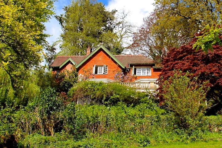 Dartmoor Country House, ideal for families/ groups