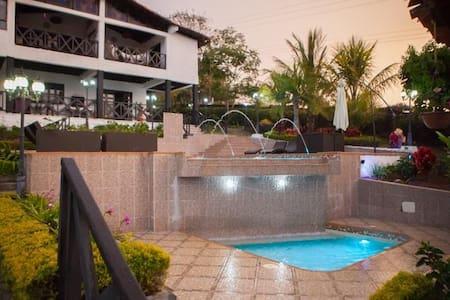 Luxurious 11 bed 4 bath vacation home with pool! - La Cumbre - Casa de camp