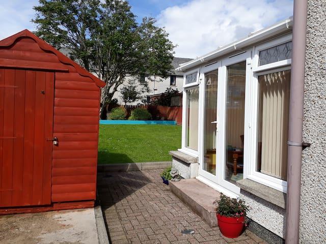 6 Morison Av. 4 pers, sunroom, bike store, garden