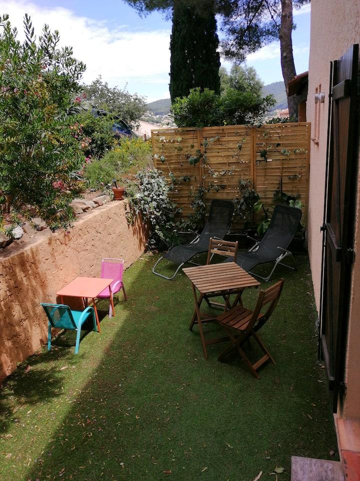 Studio 4 personnes proche Mer avec Jardin privé