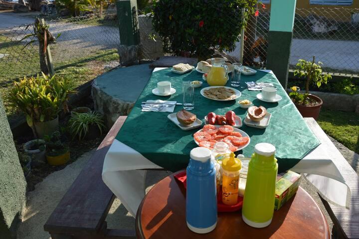 Casa Santico y Damary Room 1 (Playa Larga)