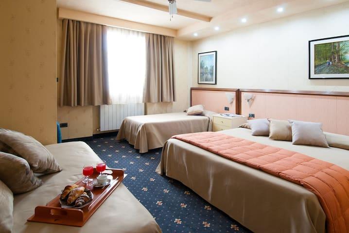 Camera confortevole in Hotel vicino centro storico - Volterra - Pousada