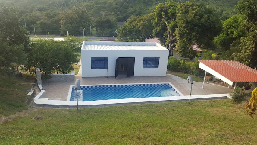 Country house outside Melgar - Melgar - Huis