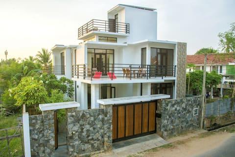 Villa Tyra, Walking distance to the beach