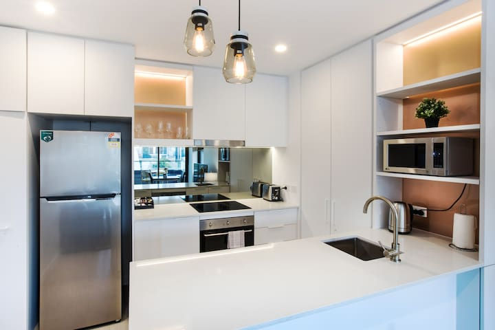 BRAND NEW MELBOURNE CBD STAY FREE NBN WIFI 1107