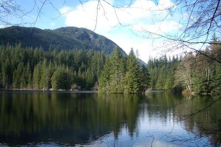 Accommodation by Lynn Canyon Park - North Vancouver - Talo
