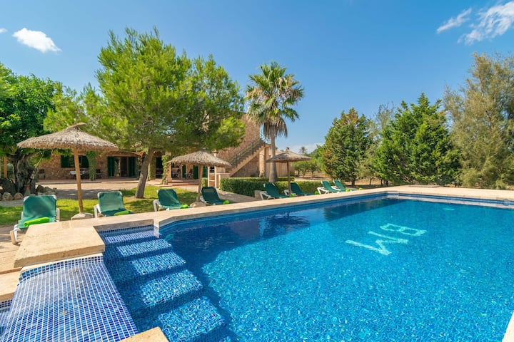 LOS GIRASOLES - Wonderful villa with private pool and only 10 km away from the paradisaical beach of es Trenc. Free WiFi