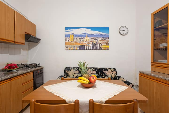 Cosy Holiday Apartment in the Heart of Catania; Parking Available; Pets Allowed