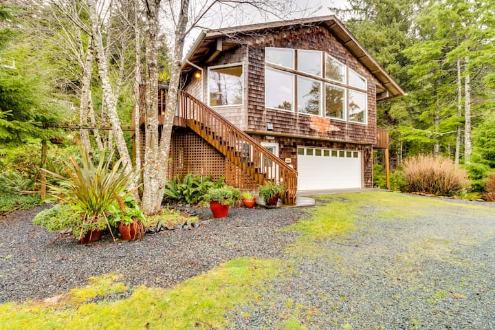 Secluded home w/ great views plus access to the beach and hiking trails!
