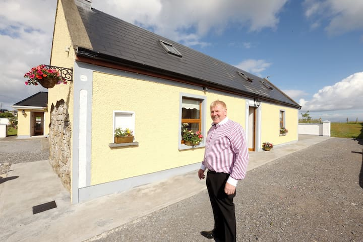 Beezies Self Catering 2 Bed Luxury Cottage - Sligo - Cabane