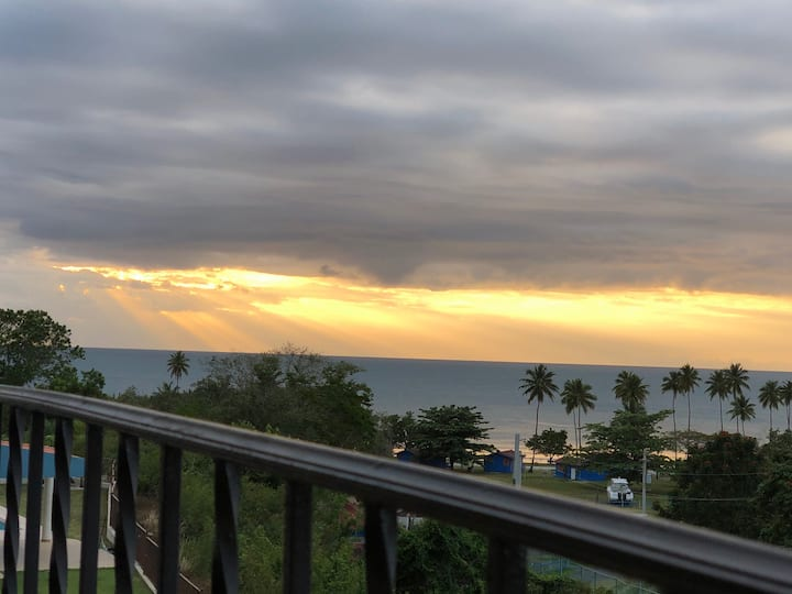 Stunning SunsetView,Walking distance private beach