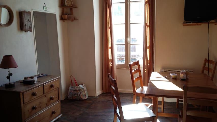 Appartement cosy et charmant dans les remparts - Colmars - Apartamento