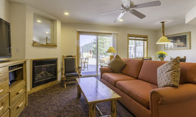 Ski to your door-1BR unit at base of Red Dog lift - Olympic Valley