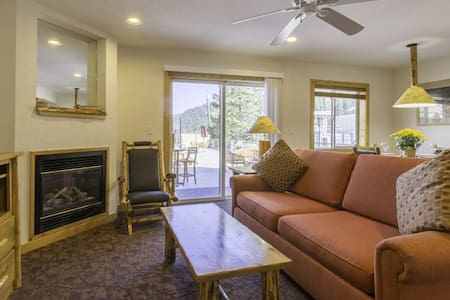 Ski to your door-1BR unit at base of Red Dog lift - Olympic Valley - Paruh waktu