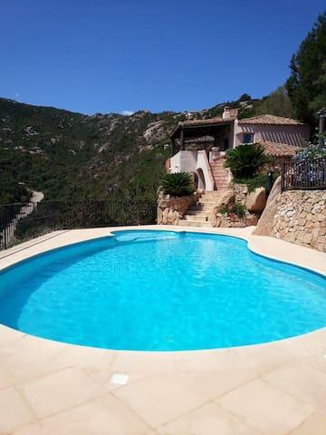 villa con piscina e idromassaggio