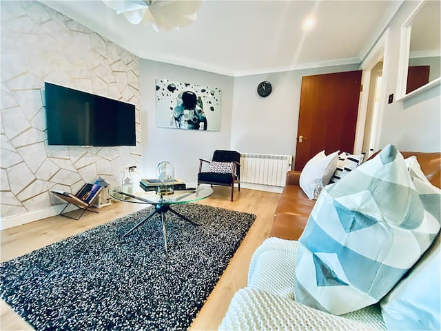 Merchant City Oasis Apt. with Allocated Parking
